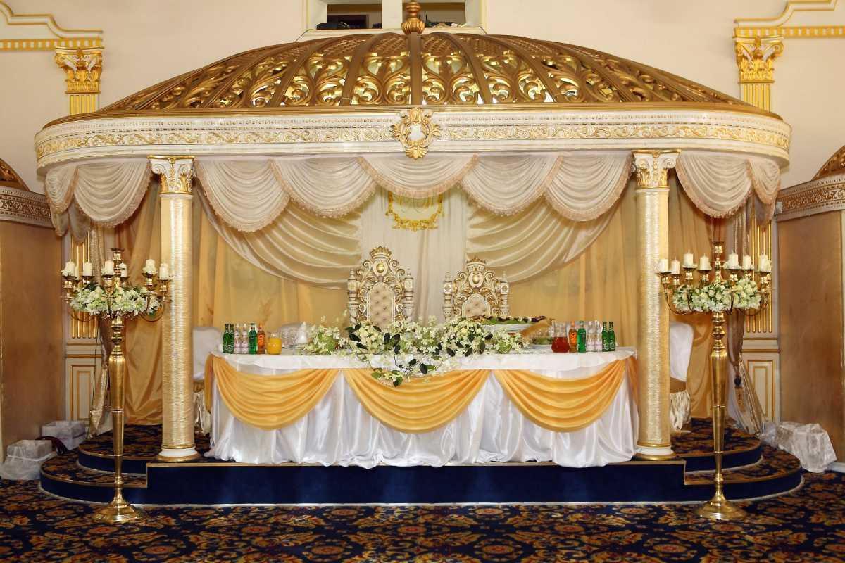 Svadebnoe-oformlenie-zala-tkanyu-foto-sovety-7 Свадебное оформление зала тканью фото советы