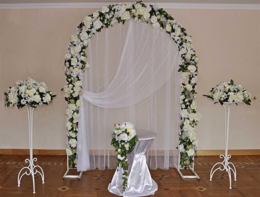 Оформление свадьбы искусственными цветами, взвешиваем все за и против данного варианта украшения зала
