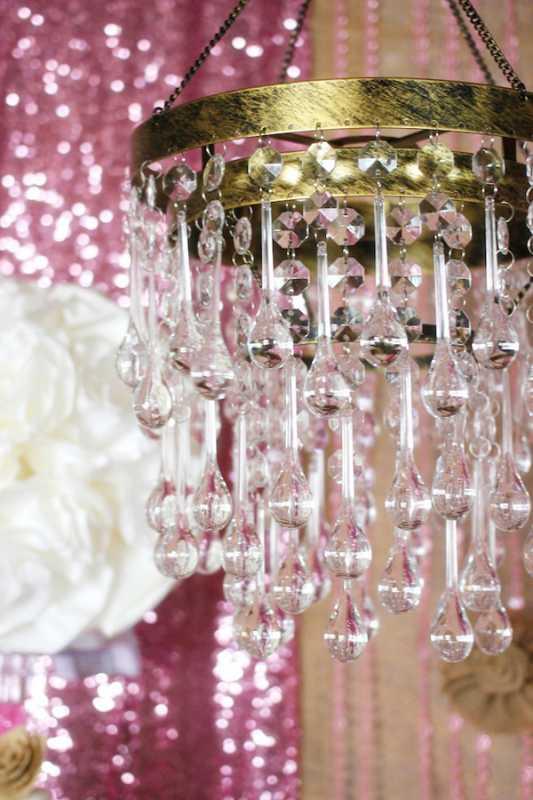svadebnyj-kendi-bar-v-zolotom-i-rozovom-tsvete-6 Удивительный рустиковый свадебный Кэнди Бар в золотом и розовом цвете для яркой и необычной свадьбы