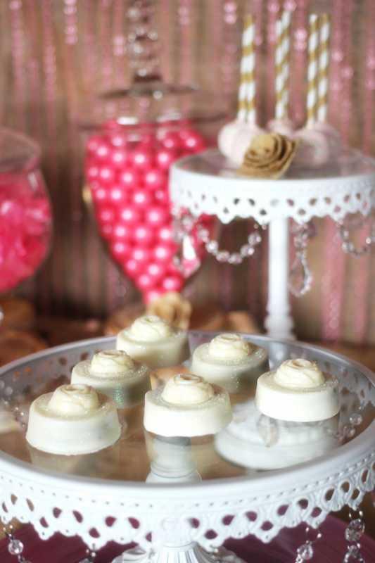 svadebnyj-kendi-bar-v-zolotom-i-rozovom-tsvete-8 Удивительный рустиковый свадебный Кэнди Бар в золотом и розовом цвете для яркой и необычной свадьбы