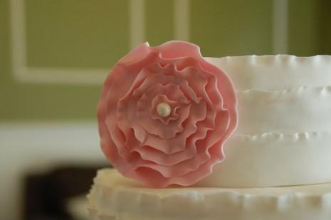 tsvety-iz-martsepana-dlya-svadenogo-torta-103 Цветы из марцепана для украшения свадебного торта своими руками