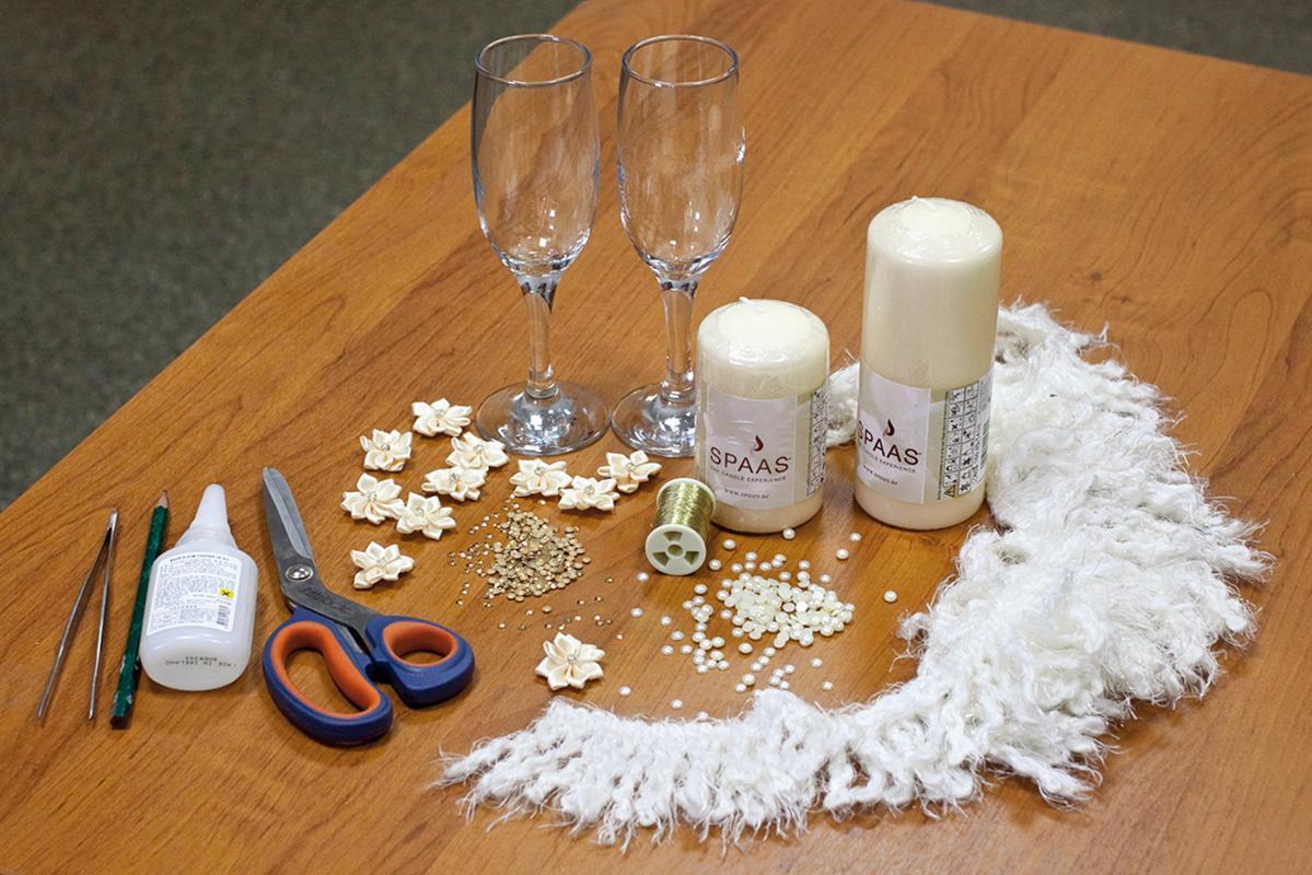 1-dekor-pokupnyh-svadebnyh-aksessuarov Оформление свадебных аксессуаров, купленных в магазине, придаем им уникальность своими руками