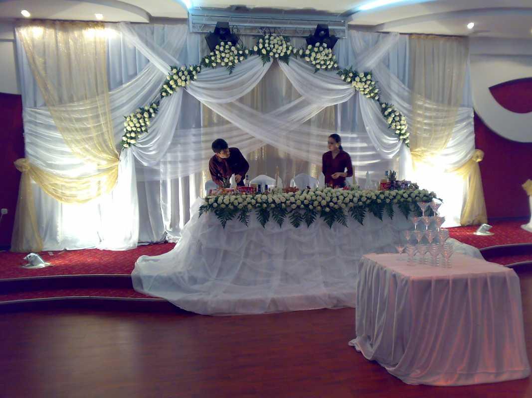 Оформление свадьбы цветами и тканью, где можно использовать такое сочетание