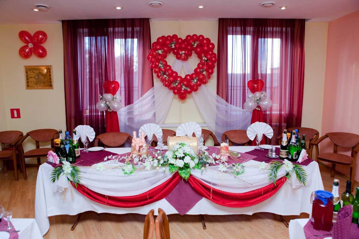 1-shary-na-svadbu-svoimi-rukami Украшение из шаров на свадьбу своими руками, варианты использования воздушного декора