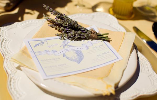 1-svadebnaya-servirovka-limon-i-lavanda Сервировка свадебного стола в стиле сочного лимона и ароматной лаванды