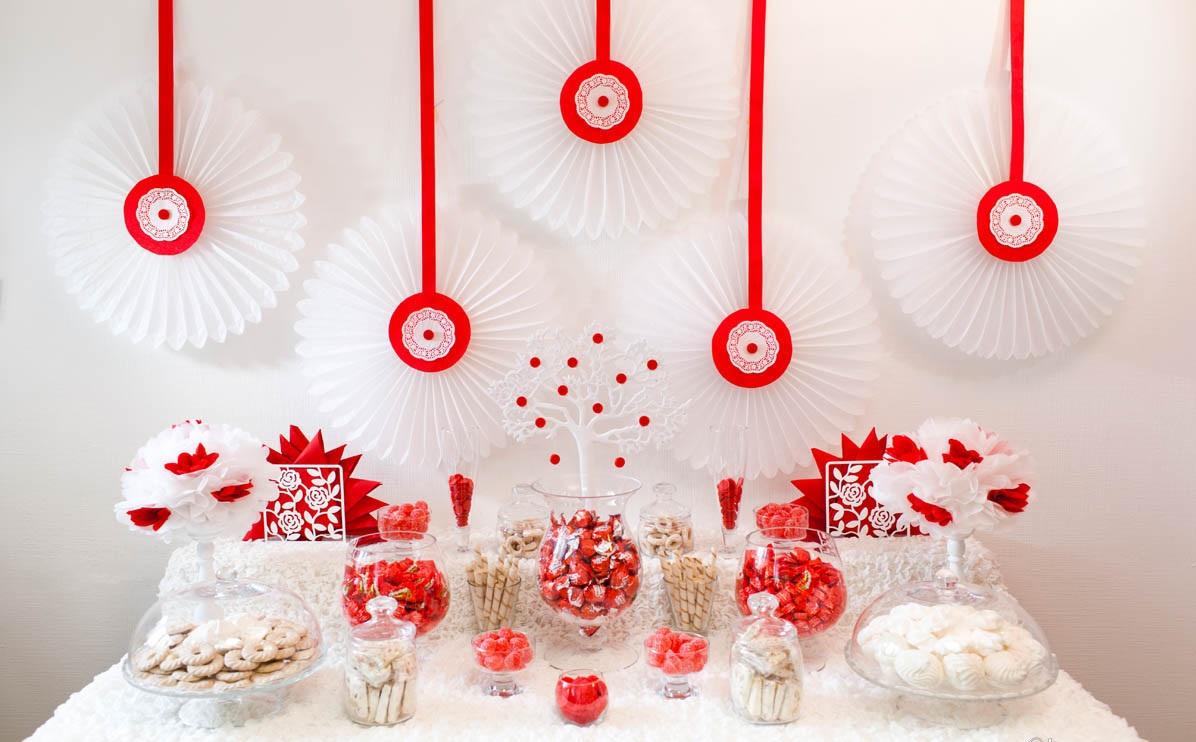 Свадебное оформление в красном цвете Кэнди Бара, который станет яркой свадебной зоной на любом тематическом торжестве