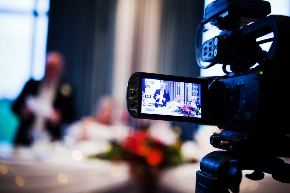 5 простых советов, которые помогут выбрать свадебного оператора на торжество