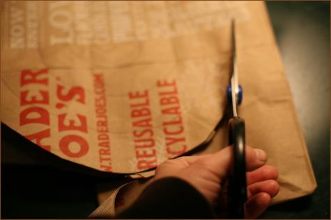bumazhnye-rozy-dlya-dekora-svadby-5 Делаем своими руками декоративные винтажные розочки из бумажных пакетов