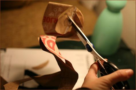bumazhnye-rozy-dlya-dekora-svadby-7 Делаем своими руками декоративные винтажные розочки из бумажных пакетов