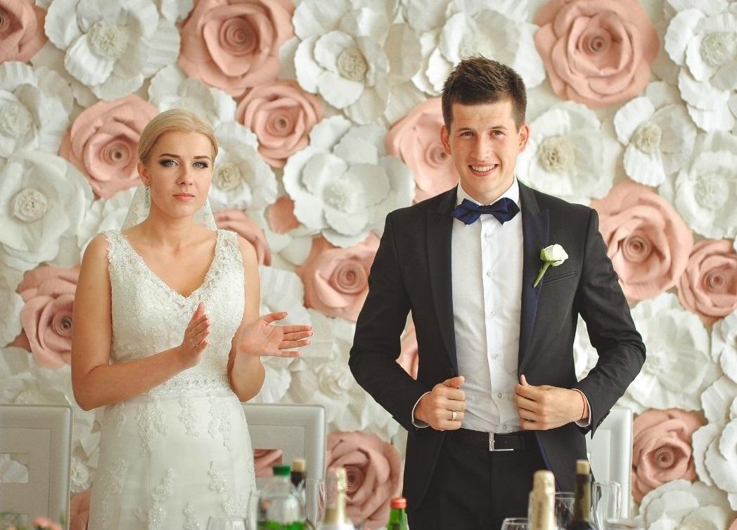 bumazhnye-tsvety-na-svadbe-6 Украшение свадьбы бумажными цветами - простой способ сделать не дорогой декор своими руками