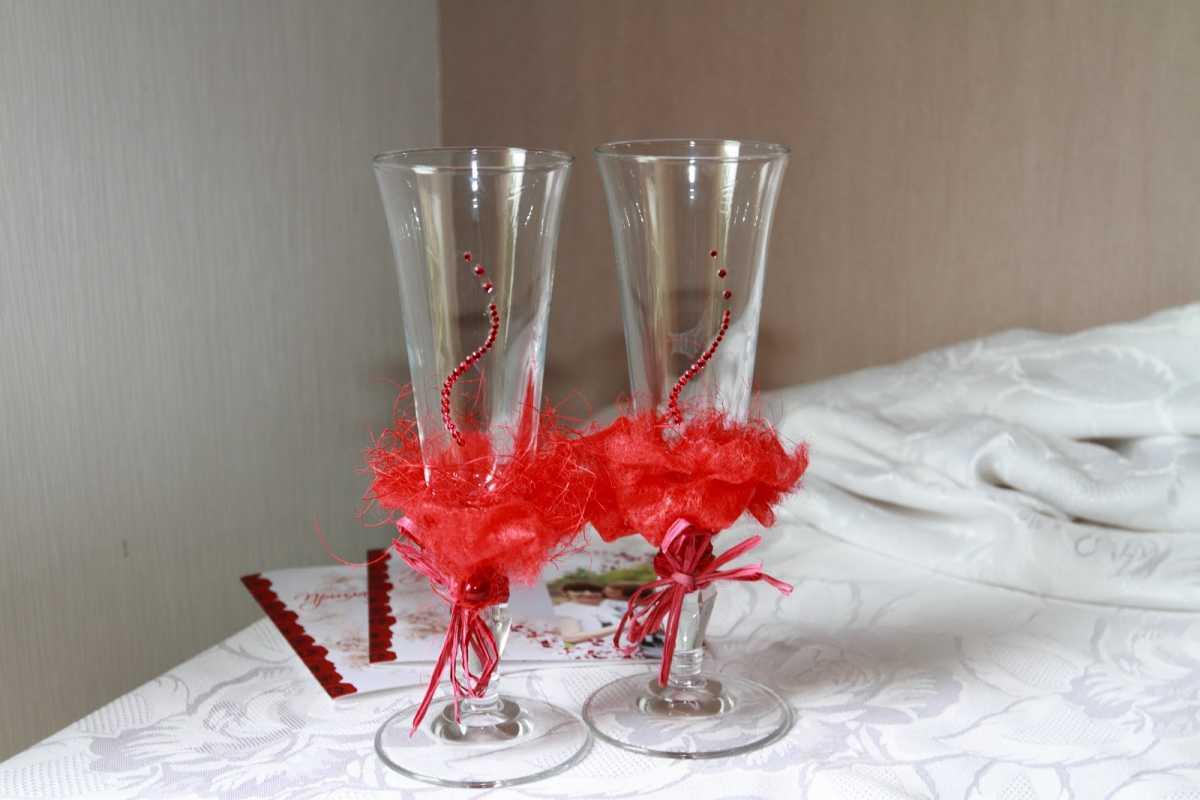 dekor-pokupnyh-svadebnyh-aksessuarov-10 Оформление свадебных аксессуаров, купленных в магазине, придаем им уникальность своими руками