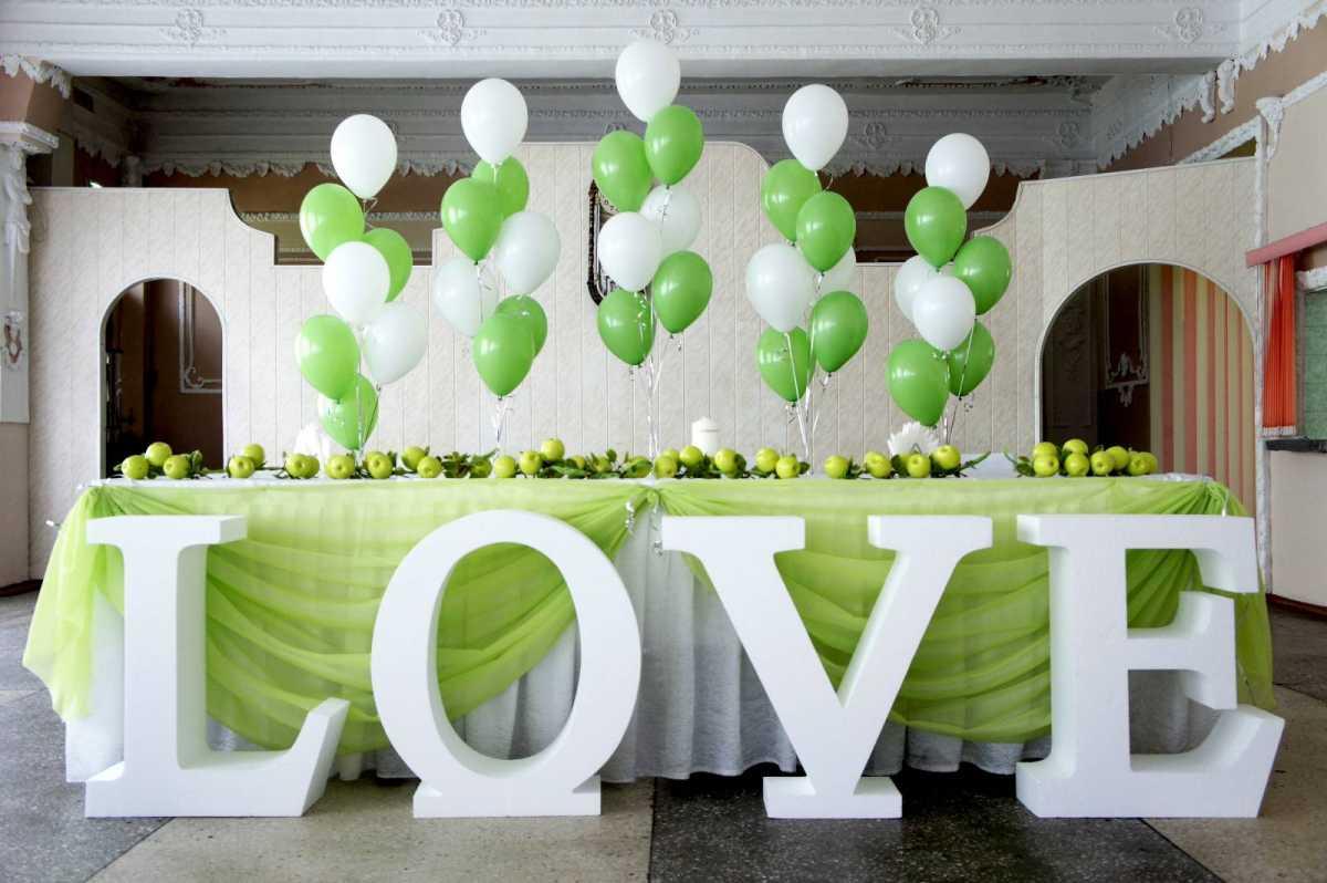 dekor-pokupnyh-svadebnyh-aksessuarov-5 Оформление свадебных аксессуаров, купленных в магазине, придаем им уникальность своими руками