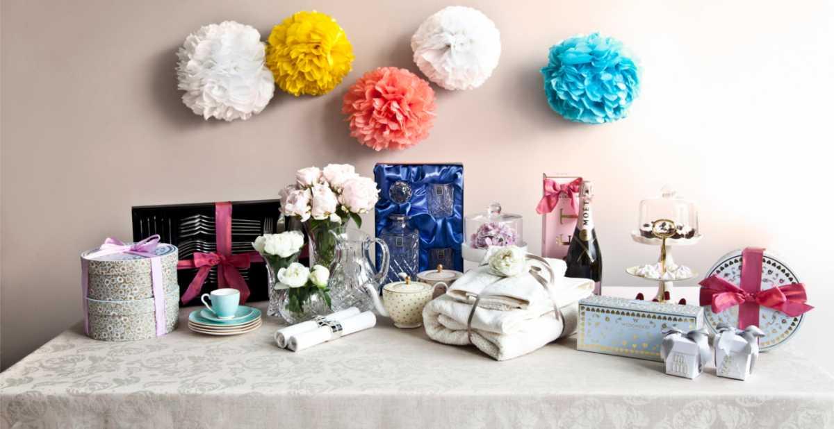 dekor-svadebnyh-podarkov-5 Советы гостям: оформление свадебных подарков, как необычно запаковать обычные вещи