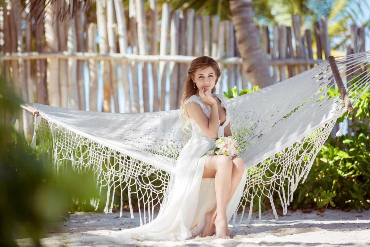 gamak-na-svadbe-4 Гамак на летней свадьбе интересный вариант лаунж зоны на торжестве на природе
