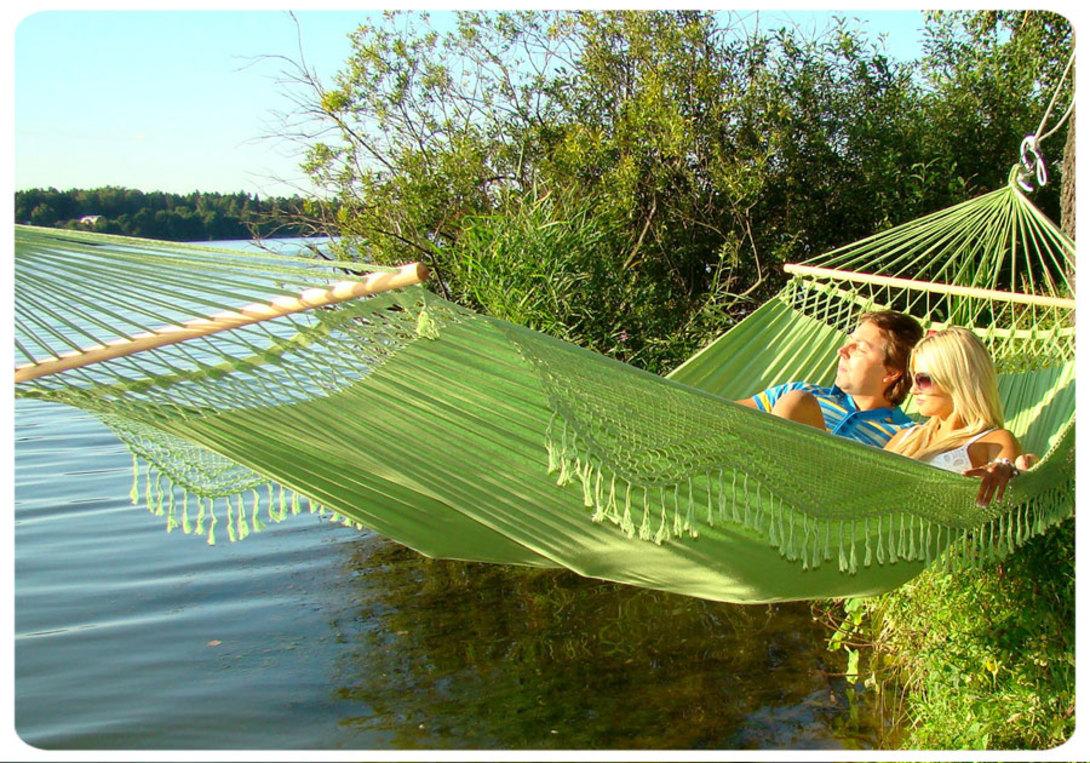 gamak-na-svadbe-5 Гамак на летней свадьбе интересный вариант лаунж зоны на торжестве на природе