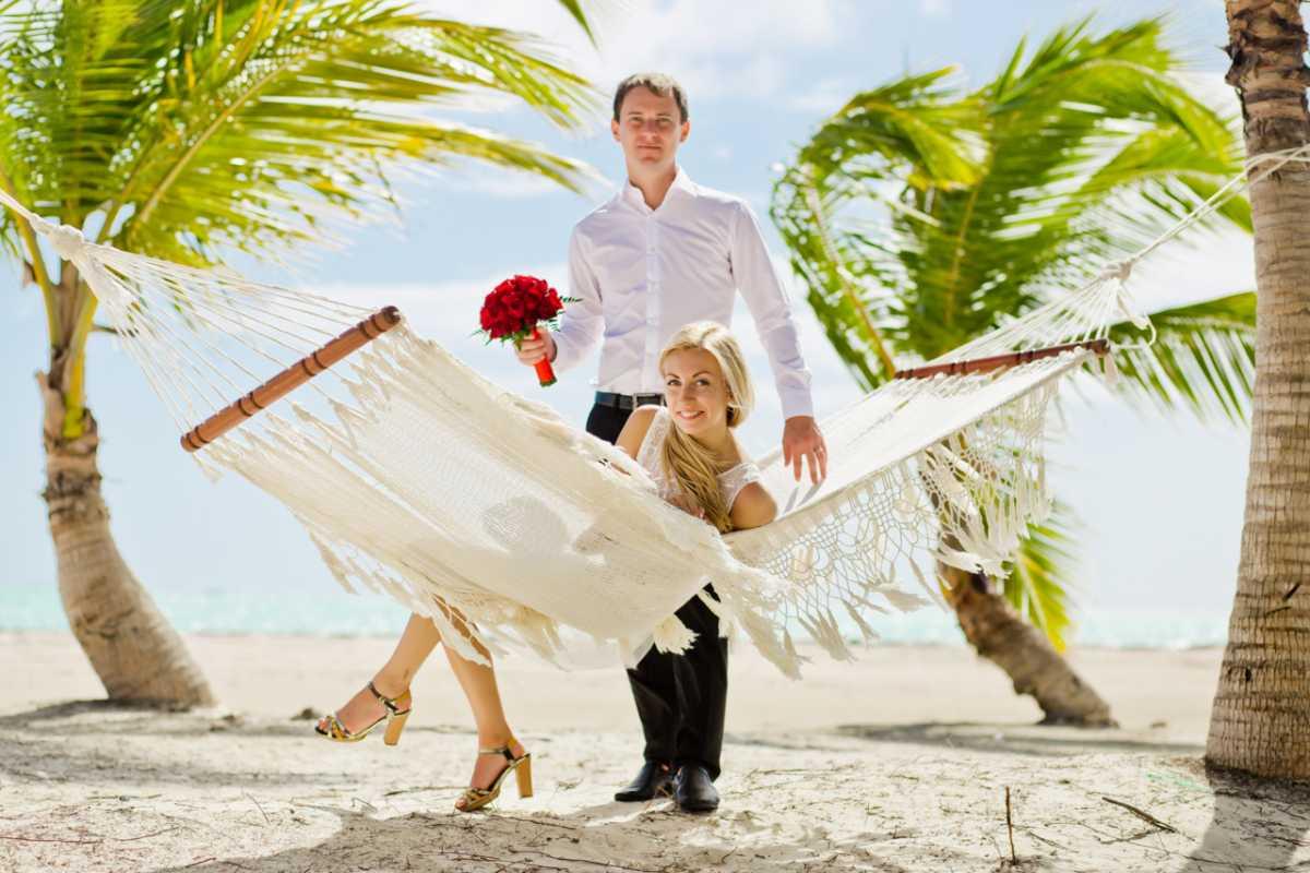 gamak-na-svadbe-7 Гамак на летней свадьбе интересный вариант лаунж зоны на торжестве на природе