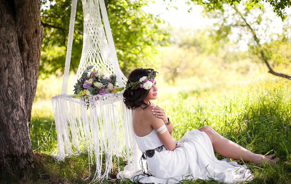 gamak-na-svadbe-9 Гамак на летней свадьбе интересный вариант лаунж зоны на торжестве на природе