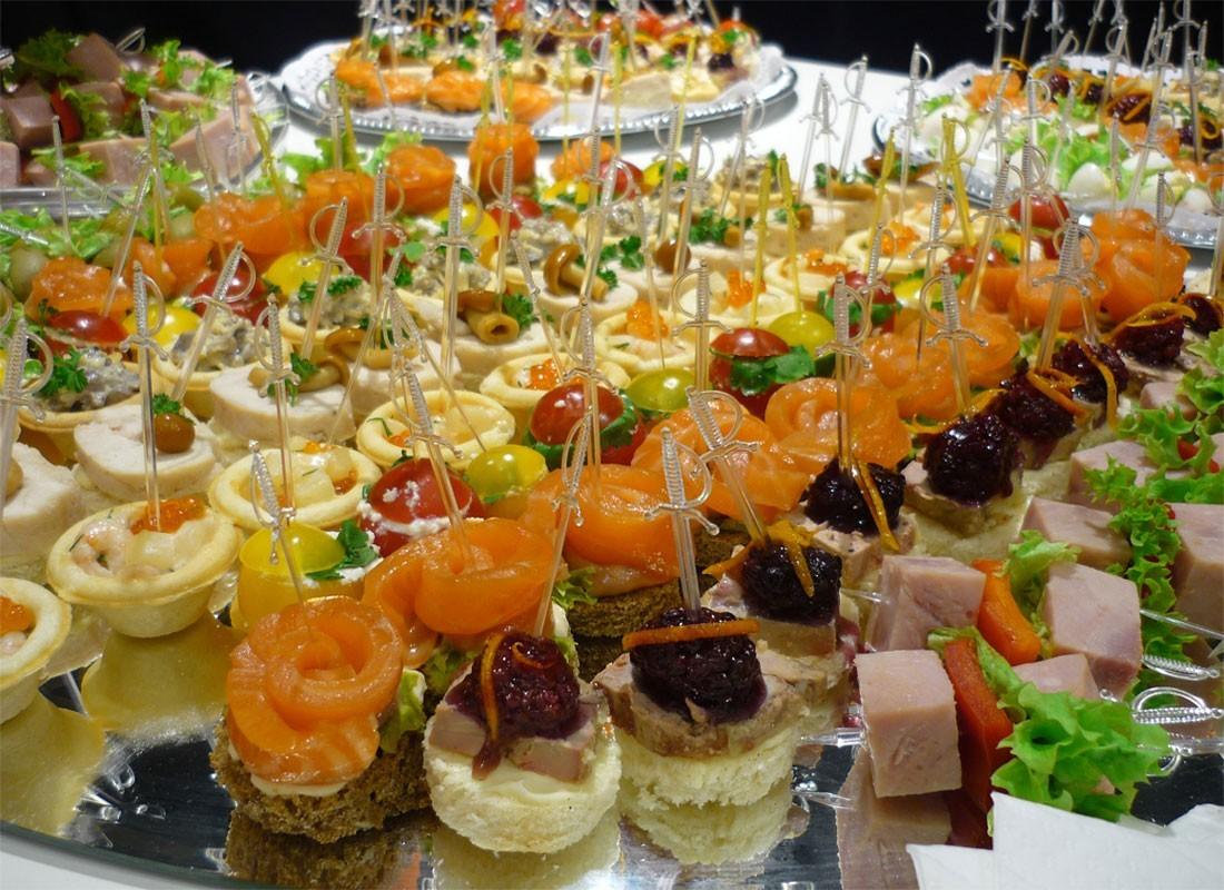oformlenie-svadebnyh-blyud-2 Оформление свадебных блюд, как удивить гостей оригинальной подачей традиционных угощений