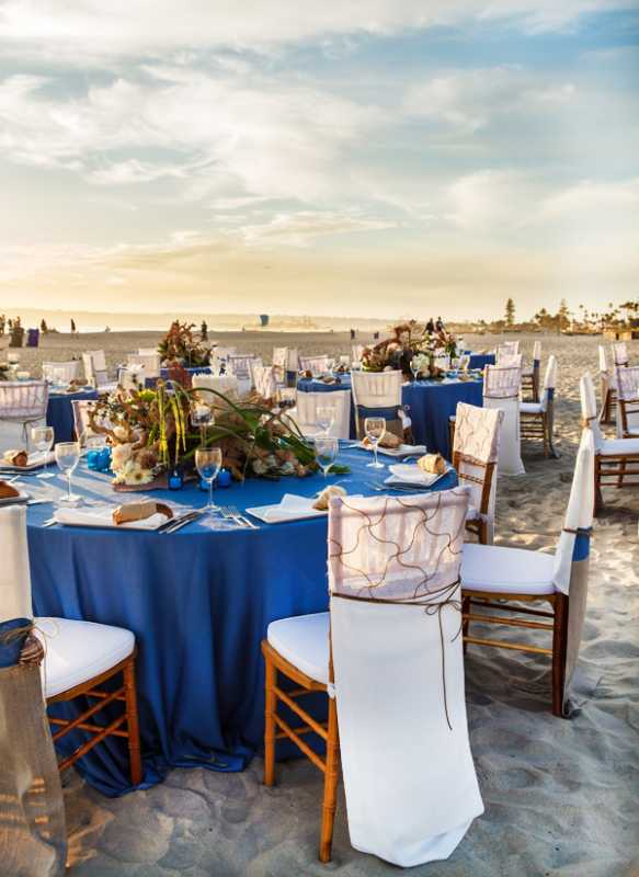 plyazhnaya-svadba-na-beregu-okeana-9 Красивая свадьба на берегу океана в пляжной тематике, идеи для организации торжества