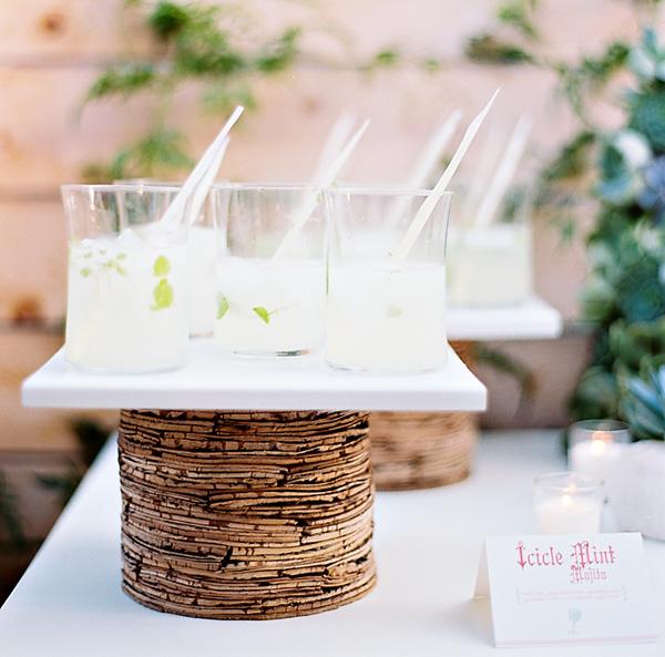 rozhdestvennaya-servirovka-stola-na-svadbe-3 Рождественская сервировка свадебного стола для зимней церемонии бракосочетания