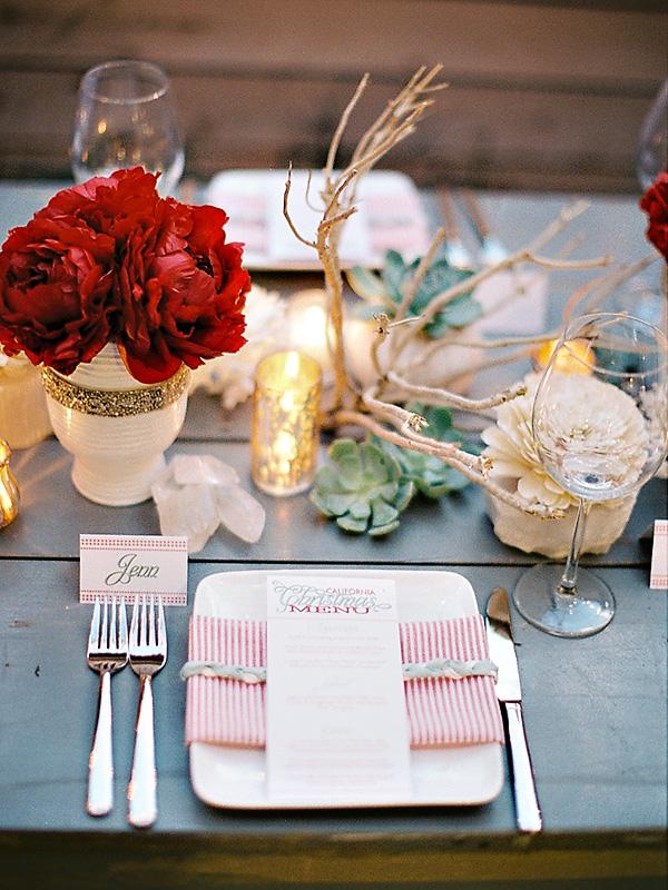 rozhdestvennaya-servirovka-stola-na-svadbe-8 Рождественская сервировка свадебного стола для зимней церемонии бракосочетания