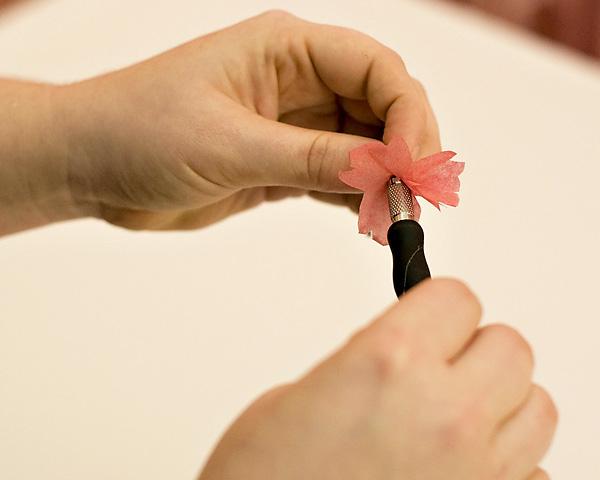 sakura-iz-bumagi-svoimi-rukami-5 Цветы сакуры своими руками для декора тематической свадьбы или девичника