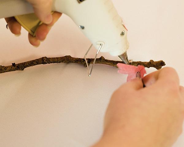 sakura-iz-bumagi-svoimi-rukami-6 Цветы сакуры своими руками для декора тематической свадьбы или девичника