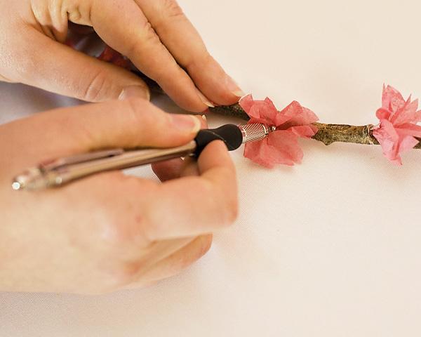 sakura-iz-bumagi-svoimi-rukami-7 Цветы сакуры своими руками для декора тематической свадьбы или девичника