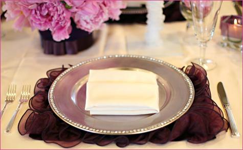 servirovka-stola-v-stile-shanel-8 Сервировка свадебного стола в стиле Шанель - простой способ сделать торжество изысканным и стильным