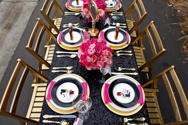 servirvoka-svadebnogo-stola-glemrok-4 Блестки и розовый цвет в сервировки свадебного стола на торжестве в стиле Глэм Рок