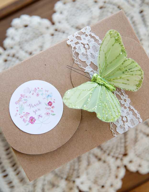 svadba-pastelnye-babochki-10 Пастельные оттенки на свадьбе летом, какую тематику торжества выбрать?