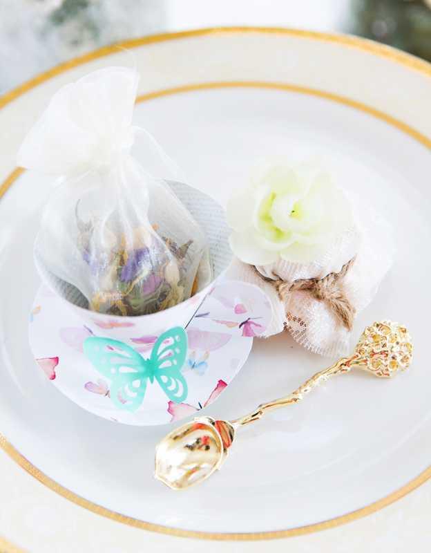 svadba-pastelnye-babochki-11 Пастельные оттенки на свадьбе летом, какую тематику торжества выбрать?