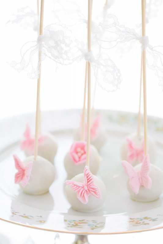 svadba-pastelnye-babochki-8 Пастельные оттенки на свадьбе летом, какую тематику торжества выбрать?