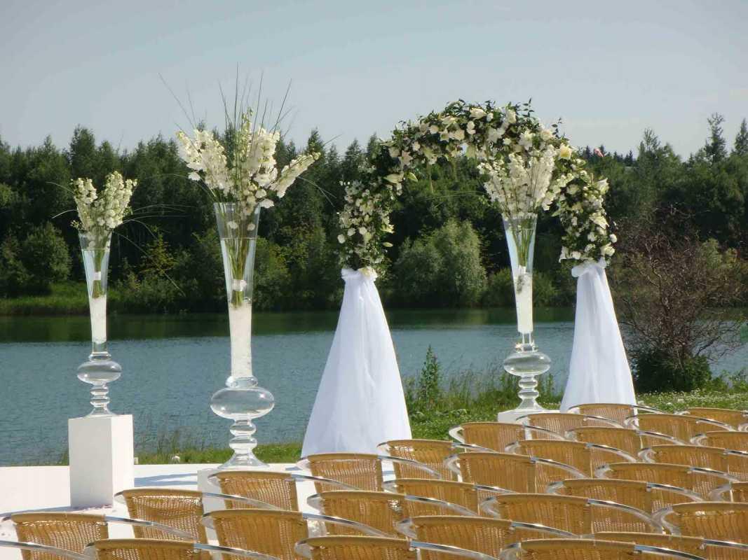 svadba-v-belom-tsvete-8 Украшение зала на свадьбу в белом цвете, как организовать, чтобы торжество не получилось скучным и блеклым