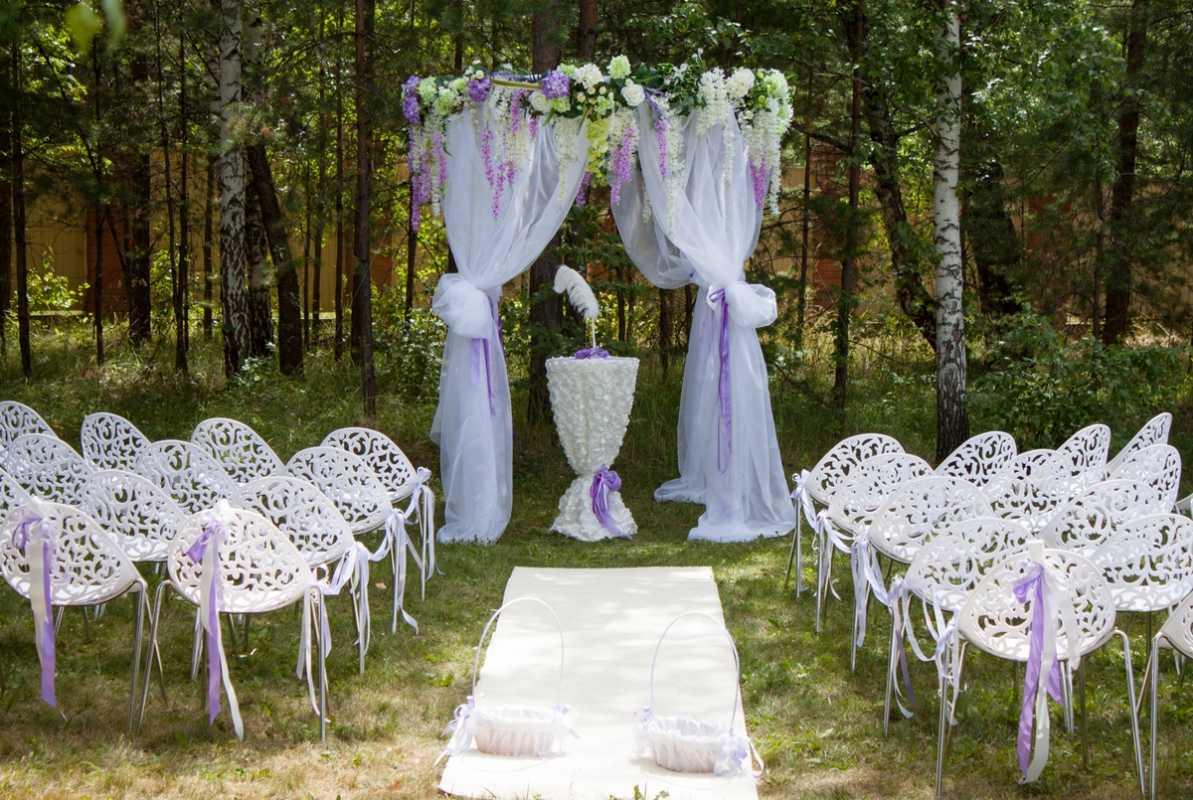 svadba-v-sirenevom-tsvete-8 Свадебное оформление в сиреневом цвете в сочетании с белым цветом для летней свадьбы