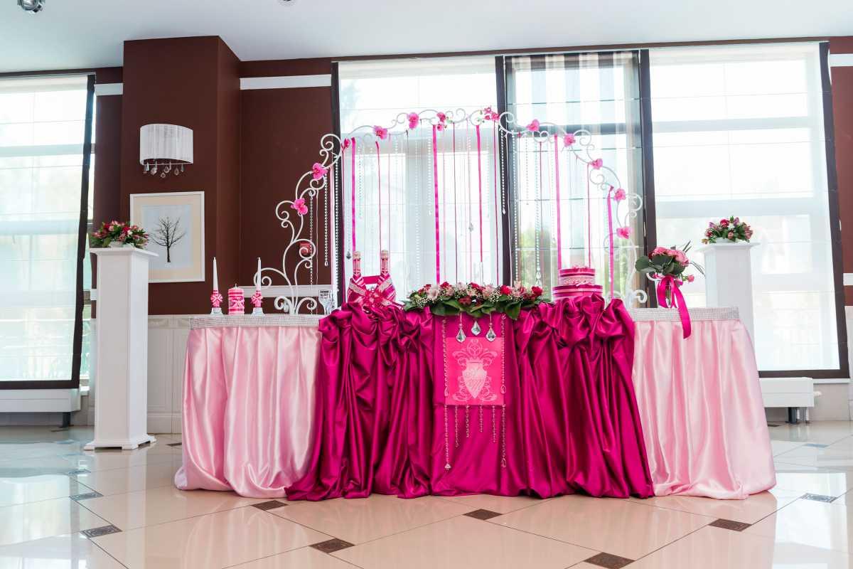 svadbav-tsvete-fuksiya-4 Свадьба в цвете фуксия, фото подборка наиболее интересных идей воплощения такого торжества