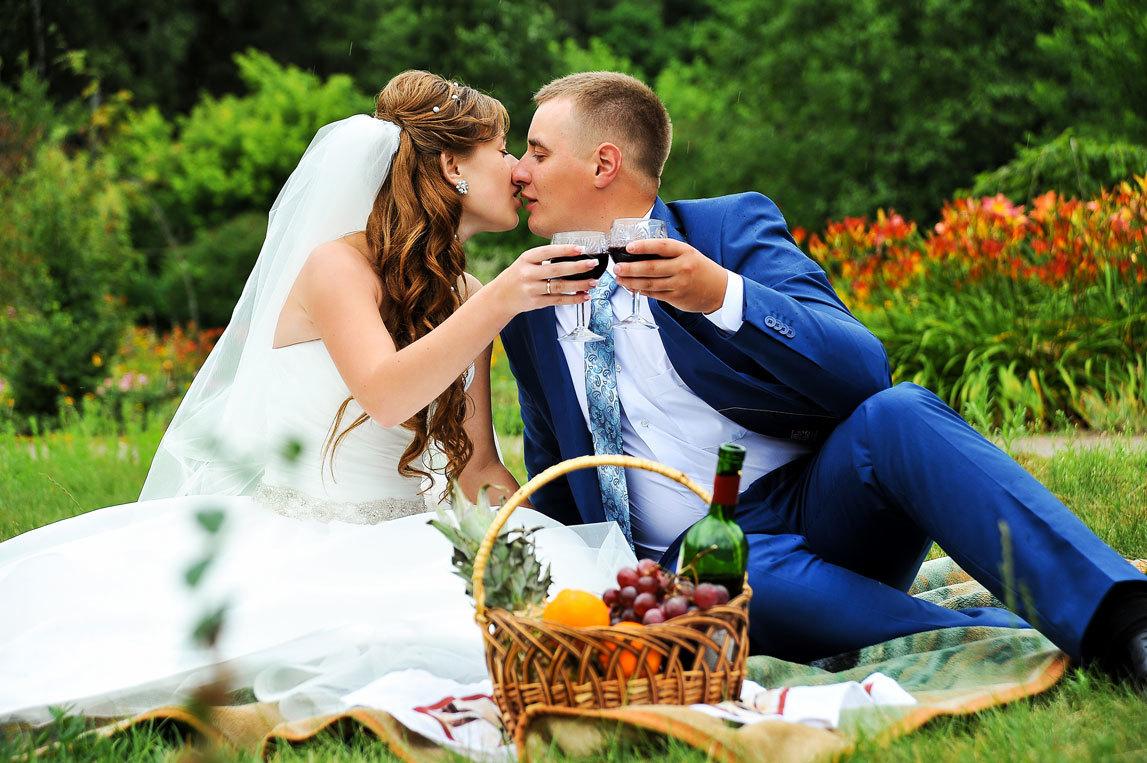 svadebnaya-fotosessiya-na-prirode-3 Оформление свадебной фотосессии  на природе, различные варианты декора