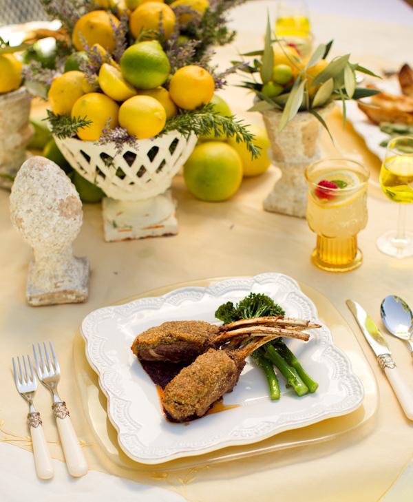 svadebnaya-servirovka-limon-i-lavanda-9 Сервировка свадебного стола в стиле сочного лимона и ароматной лаванды