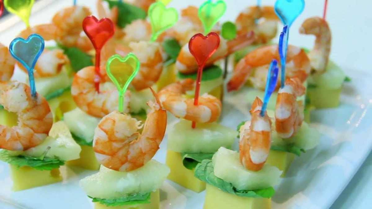 svadebnye-kanape-7 Канапе для свадьбы, как правильно использовать такой интересный и разнообразный вариант закуски в свадебном меню.