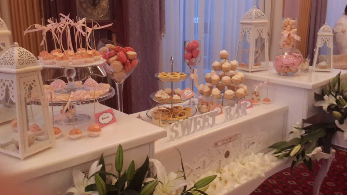 svadebnyj-persikovyj-Kendi-Bar-6 Свадьба в персиковом цвете, оформление Кэнди Бара для такого торжества