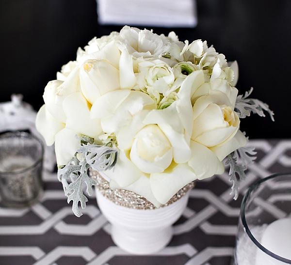 svadebnyj-stol-v-belom-tsvete-2 Сервировка свадебного стола в бело-серебряном цвете: сочетание изысканности и романтики