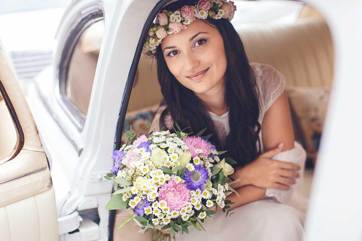 venok-dlya-nevesty-na-svadbu-9 Венки на голову из цветов на свадьбу, нежный свадебный аксессуар для волос невесты