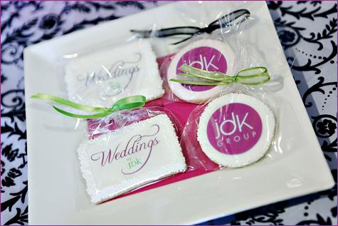 yarkij-Kendi-bar-na-svadbu-6 Яркий свадебных Кэнди бар в необычном сочетании фиолетового, розового и зеленого цвета