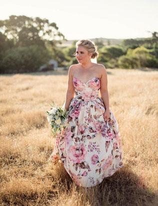 05-svadebnie-platya-s-cvetochnym-printom Свадебные платья с цветочным принтом, очаровательный и модный тренд в свадебной моде