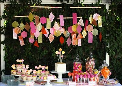 1-svadba-s-bumazhnym-dekorom Декор свадьбы: секреты и советы по декорированию свадебных торжеств