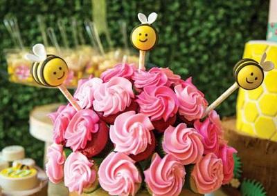 1-svadba-tsvetushhij-sad Весенняя и очень яркая свадьба в стиле цветущего сада: пробуждение чувств и природы