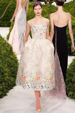 1111-svadebnie-platya-s-cvetochnym-printom Свадебные платья с цветочным принтом, очаровательный и модный тренд в свадебной моде