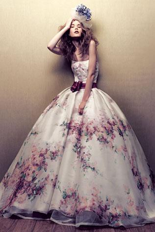 1184svadebnie-platya-s-cvetochnym-printom Свадебные платья с цветочным принтом, очаровательный и модный тренд в свадебной моде