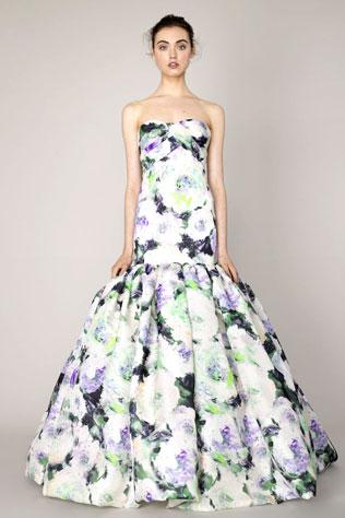 7svadebnie-platya-s-cvetochnym-printom-1 Свадебные платья с цветочным принтом, очаровательный и модный тренд в свадебной моде