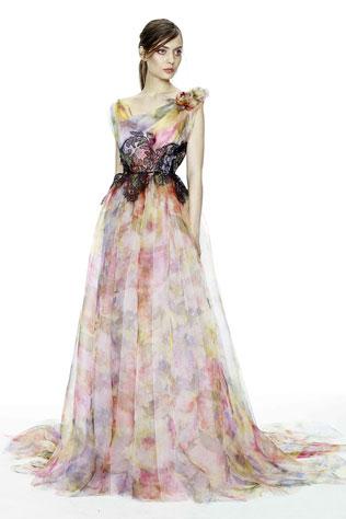 8svadebnie-platya-s-cvetochnym-printom Свадебные платья с цветочным принтом, очаровательный и модный тренд в свадебной моде